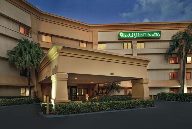 La Quinta Inn & Suites by Wyndham Miami Airport East - Miami - Building