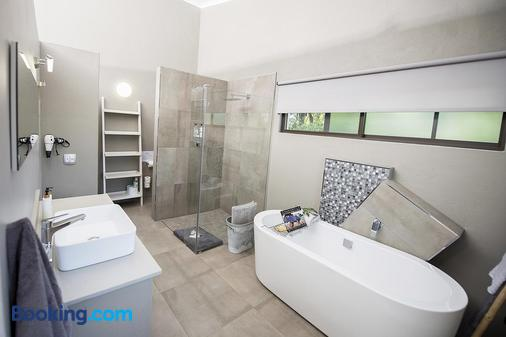 Birds Babble Self Catering Guest House - Mbombela - Bathroom