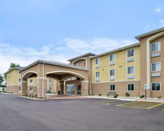 Comfort Inn & Suites Springfield I-55 - Springfield - Building