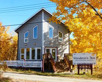 Wanderer's Inn Backpackers Hostel - Haines Junction - Building