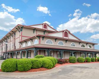 Comfort Inn Warrensburg Station - Warrensburg - Building