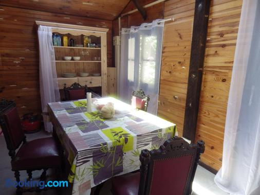 chez gus - Ars-sur-Formans - Dining room