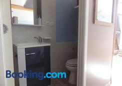 chez gus - Ars-sur-Formans - Bathroom