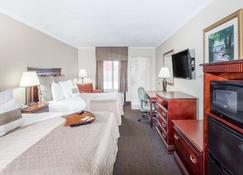 Days Inn by Wyndham Destin - Destin - Bedroom