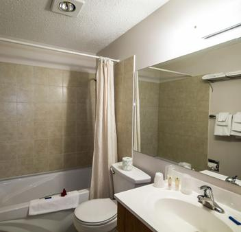 Recreation Inn And Suites - Kelowna - Bathroom