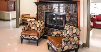 Clarion Inn and Suites Savannah Midtown - סאוואנה - לובי