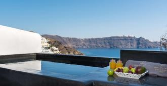 Andronis Luxury Suites - Oia - Bedroom
