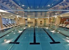 林德納中央美術館酒店 - 布拉提斯拉瓦 - 布拉提斯拉瓦 - 游泳池