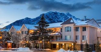 Red Carpet Inn - Banff - Building