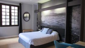 Hôtel De La Loge - Perpignan - Bedroom
