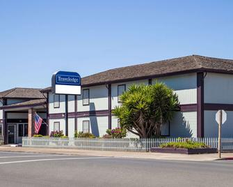 Travelodge by Wyndham Fort Bragg - Fort Bragg - Building