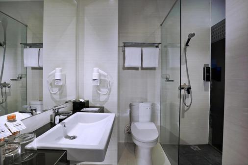 Hotel Neo Dipatiukur - Bandung - Bandung - Baño