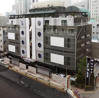Film 37.2 Hotel - Seoul - Toà nhà