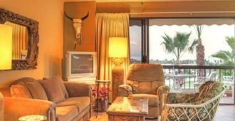 Laguna Vista- Ocean Views And Walk To Everything !!! Under New Management - San José del Cabo - Living room