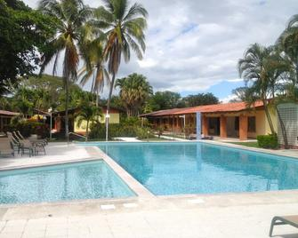 Las Espuelas Hotel - Liberia - Piscina