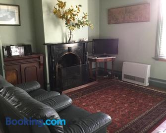 Albion Cottage - Queenscliff - Living room