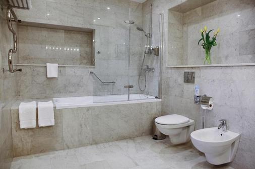Martin Hotel - Saint Petersburg - Bathroom
