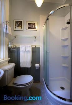 Noe's Nest Bed and Breakfast - San Francisco - Bathroom