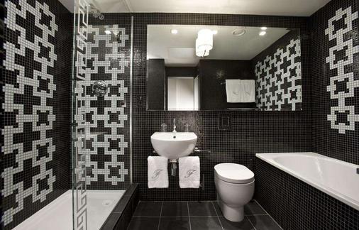 The Fitzwilliam Hotel Belfast - Belfast - Bathroom