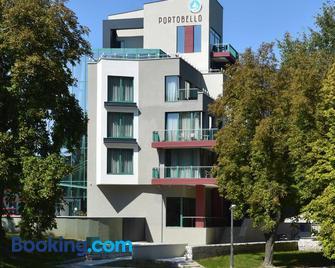 Portobello Wellness & Yacht Hotel - Ostřihom - Building