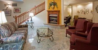 GrandStay Hotel & Suites Madison - Madison - Living room