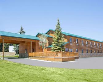 Super 8 by Wyndham West Yellowstone - West Yellowstone - Gebouw