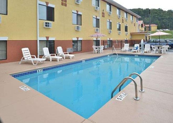 Econo Lodge - Cartersville - Pool