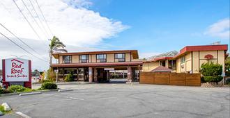 Red Roof Inn & Suites Monterey - Monterey - Gebouw