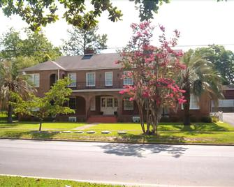 Pippin Drake Guest House - Moultrie - Building
