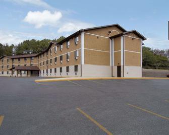 Super 8 by Wyndham Homewood Birmingham Area - Homewood - Building