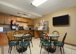 Super 8 by Wyndham Homewood Birmingham Area - Homewood - Restaurant