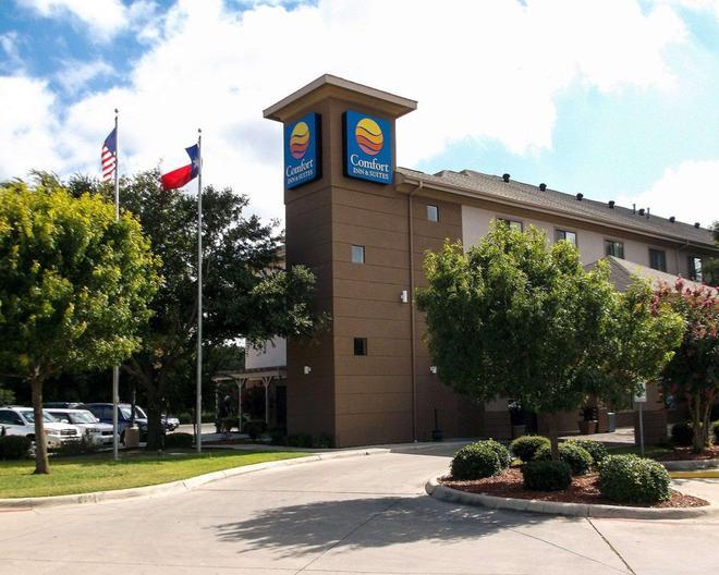Comfort Inn & Suites - Seguin - Building