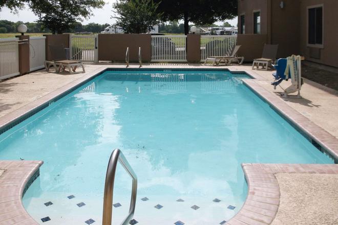 Comfort Inn & Suites - Seguin - Pool