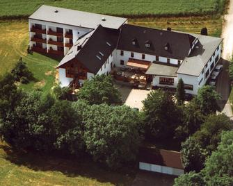 Landkomforthotel Riedelbauch - Bad Alexandersbad - Building