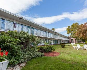 Howard Johnson by Wyndham Albany - Albany - Building