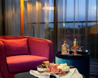 East Hotel - Canberra - Bedroom