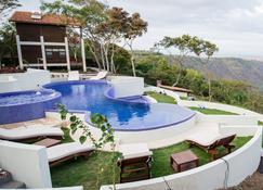 Pacaya Lodge & Spa - Masaya - Piscina
