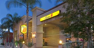 Super 8 by Wyndham North Hollywood - Los Angeles - Building