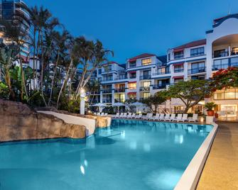 Oaks Gold Coast Calypso Plaza Suites - Coolangatta - Pool