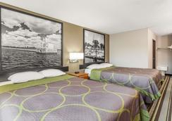 Super 8 by Wyndham Green Bay Near Stadium - Green Bay - Bedroom