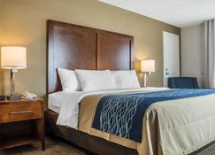 Comfort Inn The Pointe - Niagara Falls - Bedroom