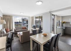 Oaks Brisbane Mews Suites - Brisbane - Bedroom