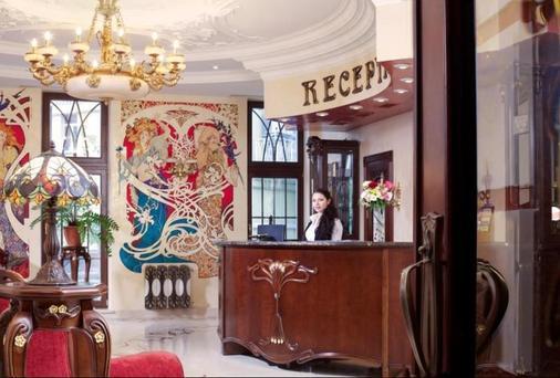 Staro Hotel - Kiev - Front desk