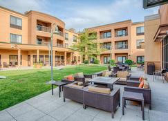 Courtyard by Marriott Fargo Moorhead, MN - Moorhead - Patio