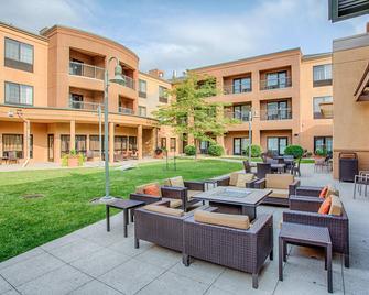 Courtyard by Marriott Fargo Moorhead, MN - Moorhead - Innenhof