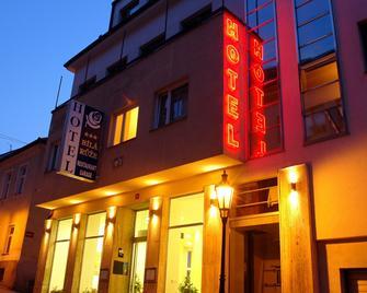 Hotel Bila Ruze - Písek - Gebäude