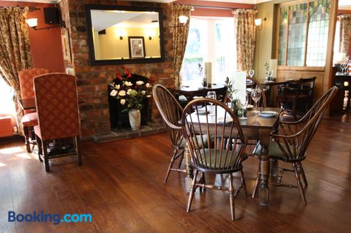 The Dibbinsdale Inn - Wirral - Dining room