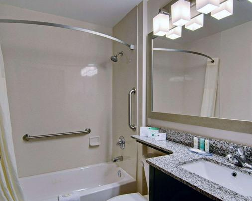 Comfort Inn - Mount Airy - Bathroom