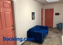 Aquamarine Suites - Kodiak - Living room