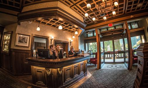 Hume Hotel & Spa - Nelson - Front desk